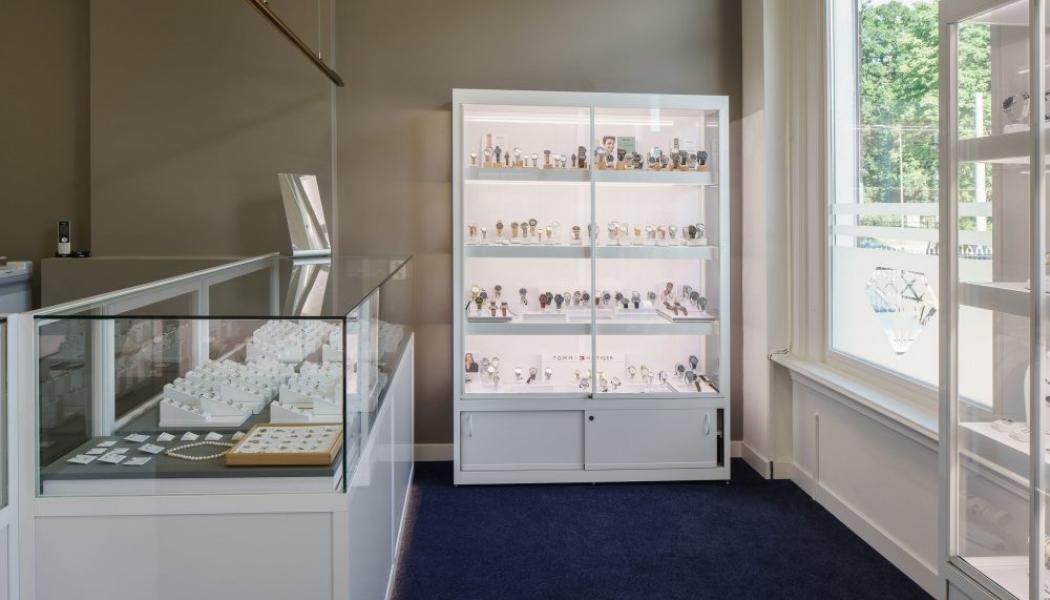 vitrine winkel vitrinekast inrichting juwelier project